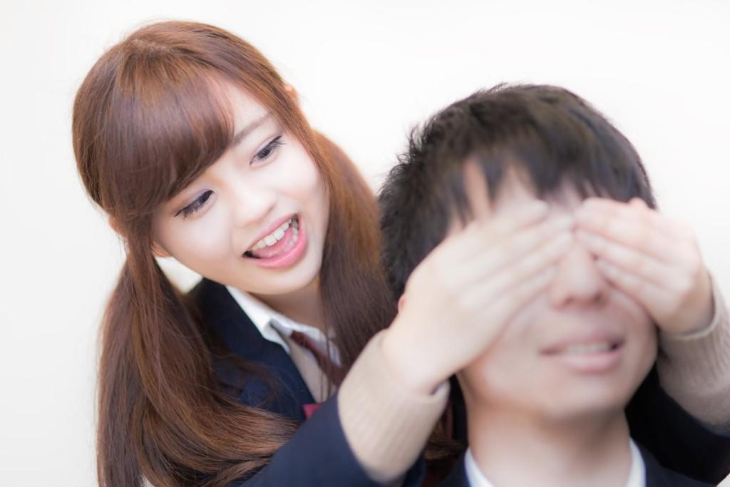 「女の子 肩 叩く」の画像検索結果