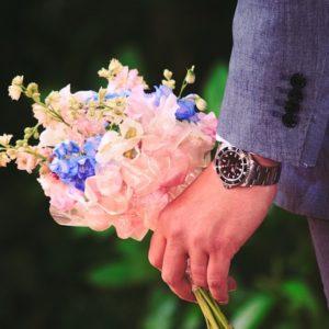 婚活をはじめた男性の手